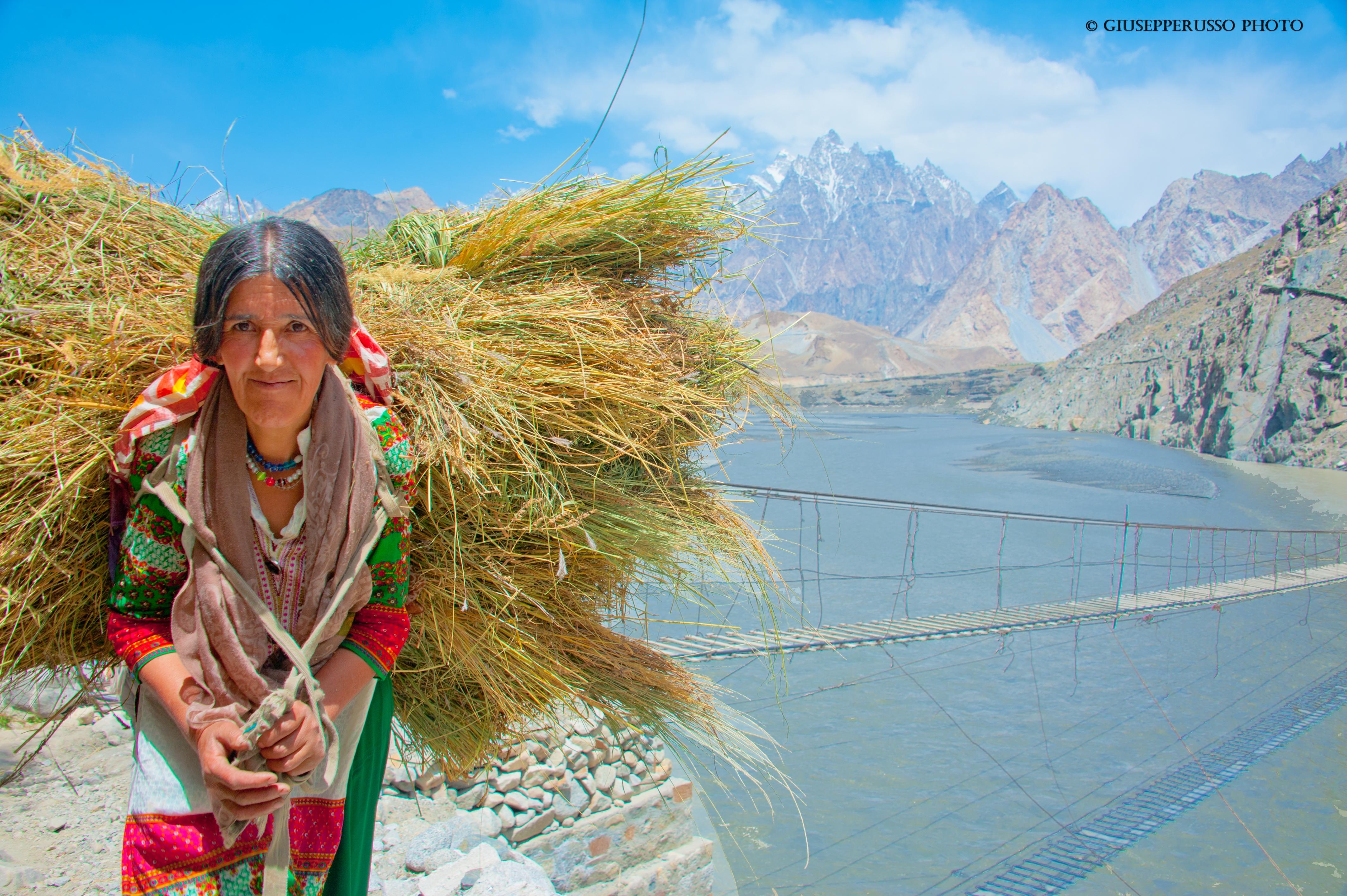 3_DSC6675 donna Tajik