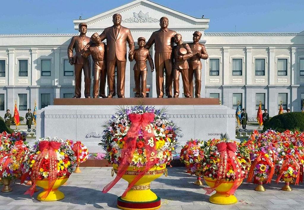 tour-corea-Piazza-Kim-Il-sung