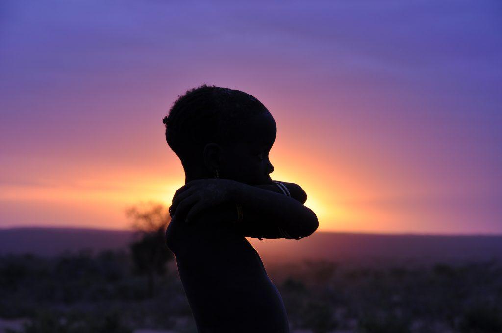 tramonto bambino Etiopia tribale